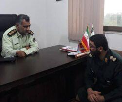 فرمانده سپاه سیمرغ در دیدار با فرمانده نیروی انتظامی شهرستان عنوان کرد:سپاه ونیروی انتظامی دو بال قدرتمند در تامین نظم وامنیت کشور هستند